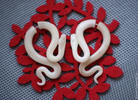 """Серьги ручной работы. Ярмарка Мастеров - ручная работа. Купить Серьги обманки """"Змеи альбиносы"""". Handmade. Белый, Фейки, альбиносы"""