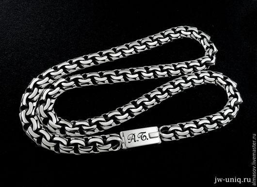 Серебряная цепь бисмарк шириной 10 мм, с гравировкой инициалов владельца А.Б. (шрифт Anna-Faustina script).