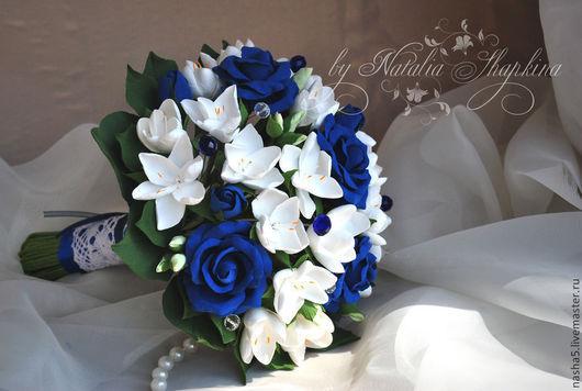 Свадебные цветы ручной работы. Ярмарка Мастеров - ручная работа. Купить Свадебный букет из синих роз и фрезий с добавлением хрустальных бусин. Handmade.