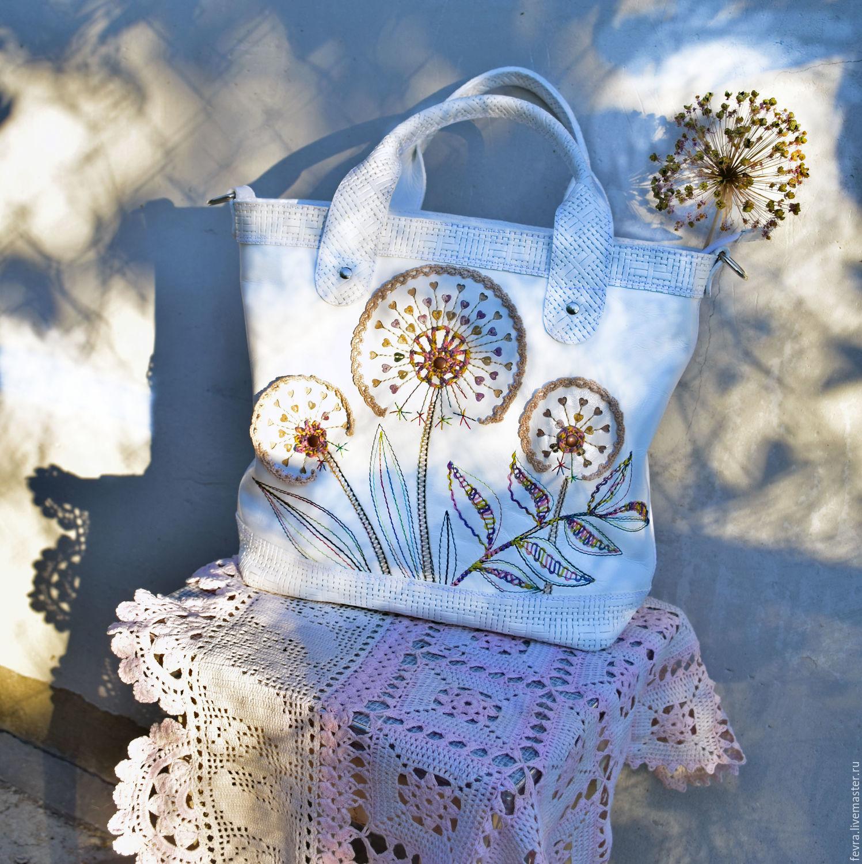 Белая, легкая, удобная и вместительная сумочка  с романтичным настроением, будет прекрасной спутницей этим летом.