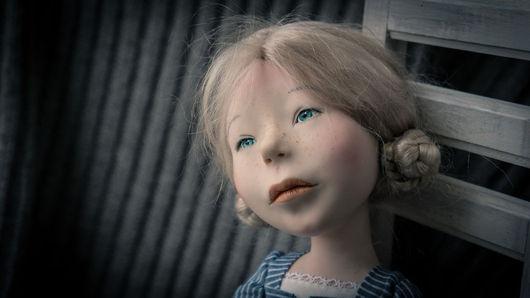 Коллекционные куклы ручной работы. Ярмарка Мастеров - ручная работа. Купить Девочка на стуле. Handmade. Голубой, трессы