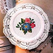 Для дома и интерьера ручной работы. Ярмарка Мастеров - ручная работа Нарядные салфетки с ручной вышивкой и кружевом крючком, цветы, букеты. Handmade.