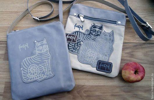 Сейчас в наличии два чехла-сумочки с котами.