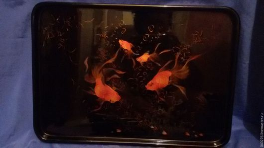 Винтажный поднос `Золотые рыбки` в технике китайских лаков с ручной росписью, Китай, 1960-70- е гг, 30 х 44 см, в идеале. Для декорирования интерьера, коллекции.