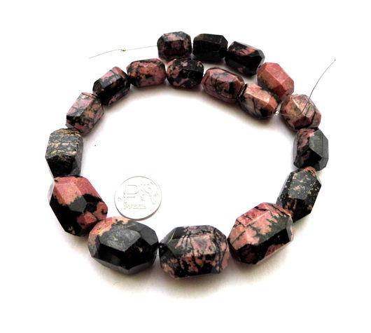 Для украшений ручной работы. Ярмарка Мастеров - ручная работа. Купить Родонит 18 камней набор бусины розовый и черный галтовка с огранкой. Handmade.