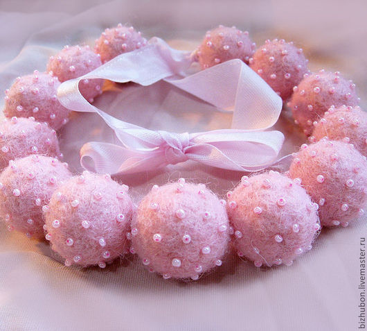 """Колье, бусы ручной работы. Ярмарка Мастеров - ручная работа. Купить Войлочные бусы """"Сахарная вата"""". Handmade. Розовый"""