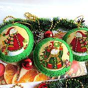 Елочные игрушки ручной работы. Ярмарка Мастеров - ручная работа Ёлочные зелёные фетровые хлопковые игрушки Ждем Деда Мороза. Handmade.