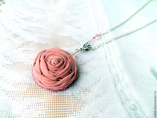 """Кулоны, подвески ручной работы. Ярмарка Мастеров - ручная работа. Купить Кулон цветок из ткани """" Розовая пудра"""". Handmade."""