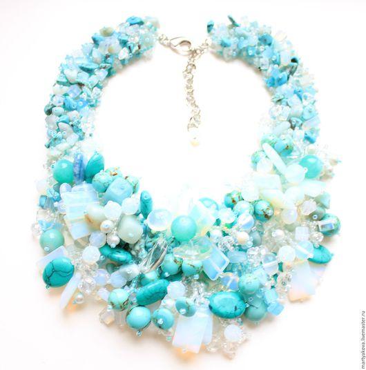 Эффектное украшение на шею из натуральных камней модного цвета, состоящего из множества оттенков – мятный, голубой, зеленый, бирюзовый, цвет морской волны... Tiffany blue.