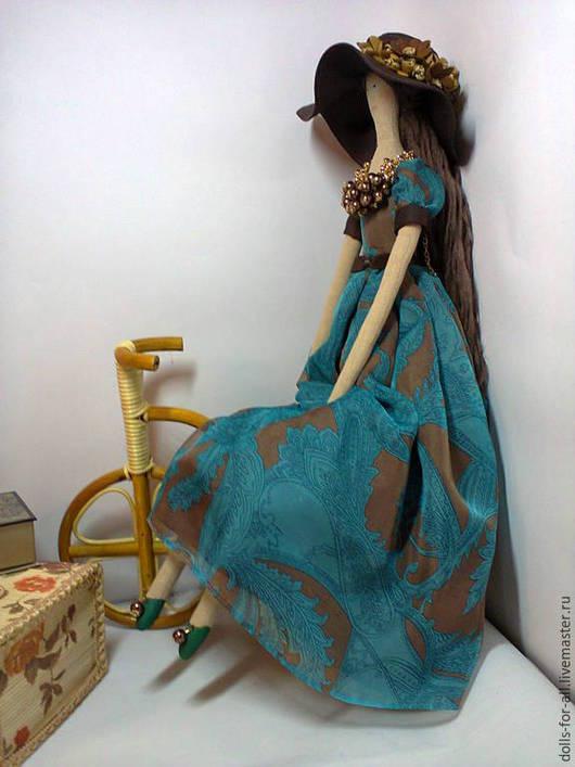 Тильдочка в бирюзово-шоколадном платье.