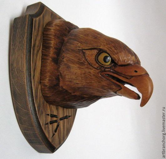`Сокол` - трофейный медальон на стену. Ручная работа, резьба по дереву.