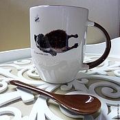 Посуда ручной работы. Ярмарка Мастеров - ручная работа Ежики любят пить чай с шоколадками и вареньем. Кружка с ложечкой. Handmade.