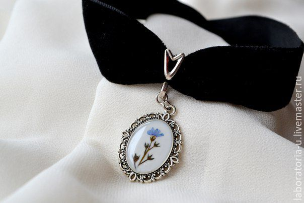 Choker from the collection `the Shadow of the past` with a tiny flower forget-me-nots. The size is adjustable.