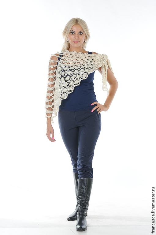 Белый кашемировый шарф-шаль связан крючком из 100%  кашемира . Авторская работа. Сделана в единственном экземпляре. Модель: Anna Nox Фото: Serge Grek