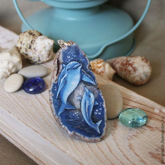 """Кулоны, подвески ручной работы. Ярмарка Мастеров - ручная работа. Купить Кулон из агата """"Дельфины"""". Handmade. Синий, роспись, дельфины"""