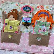 """Мебель для кукол ручной работы. Ярмарка Мастеров - ручная работа """"Спальня для двух кукол"""" - страница для книги из фетра. Handmade."""