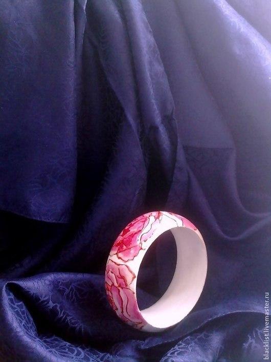 """Браслеты ручной работы. Ярмарка Мастеров - ручная работа. Купить Деревянный браслет """"Роза"""". Handmade. Браслет, акрил, белый, розы"""