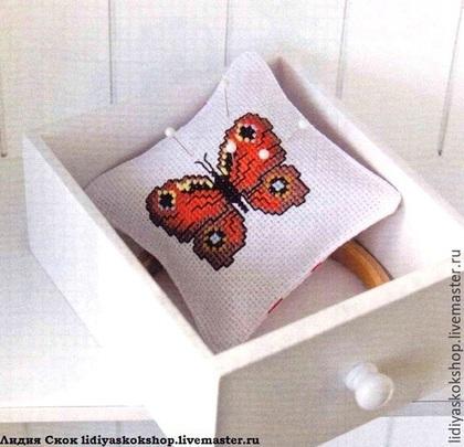 """Шитье ручной работы. Ярмарка Мастеров - ручная работа. Купить Подушечка-игольница """"Бабочка"""". Handmade. Разноцветный, Бискорню, для рукодельницы, бабочки"""