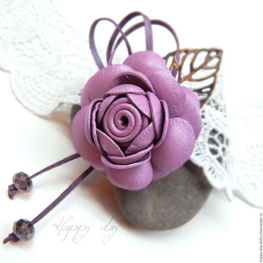 цветы из кожи брошь-цветок из кожи, кожаная брошь, кожаные брошки, купить цветок из кожи, кожаные украшения, роза из кожи, сиреневая роза, сиреневая брошь, купить брошь-цветок, красивая брошь