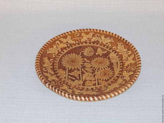 """Кухня ручной работы. Ярмарка Мастеров - ручная работа. Купить Тарелка """"Подсолнухи"""". Handmade. Изделия из бересты, сухарница, тарелка из дерева"""