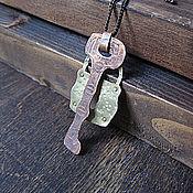 Украшения ручной работы. Ярмарка Мастеров - ручная работа Кулон из меди и латуни Ключ и Замочек. Handmade.