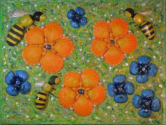 При приобретении картины `Пчёлки` книга поэм-сказок `Колечко` и `Брошь` Галины Горюновой  в подарок. Данная картина использована в этой книге в качестве фоторепродукции.