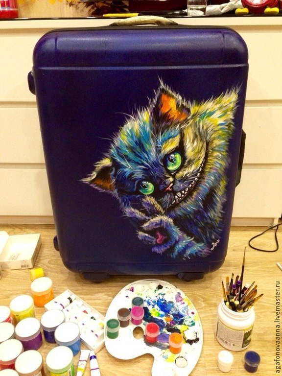 Чемоданы с рисунком котов