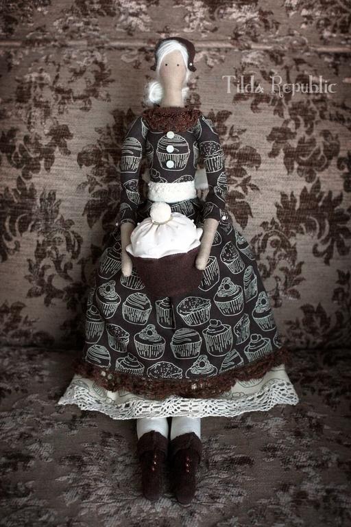 """Куклы Тильды ручной работы. Ярмарка Мастеров - ручная работа. Купить Тильда """"Кофе с корицей и капкейком"""". Handmade. Кофе, маффин"""