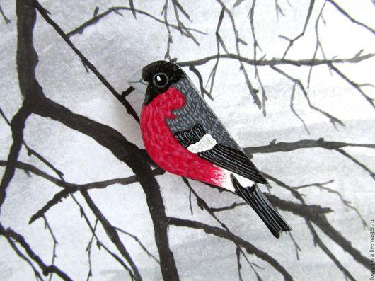 Птица брошь снегирь, птичка брошка, красный и серый,  брошь ручной работы красно-серая из полимерной глины.