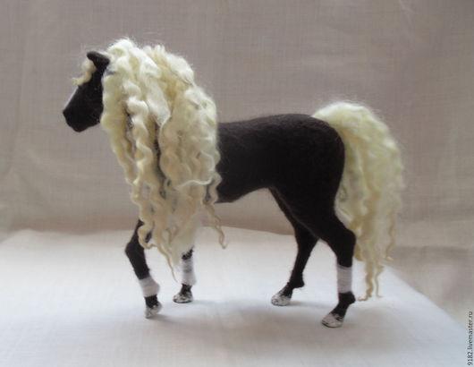"""Игрушки животные, ручной работы. Ярмарка Мастеров - ручная работа. Купить валяная скульптура """"Лошадь"""". Handmade. Коричневый, подарок"""