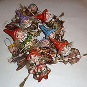 Подарки к праздникам ручной работы. Ярмарка Мастеров - ручная работа Ведьмочки. Елочные игрушки из папье-маше. Handmade.