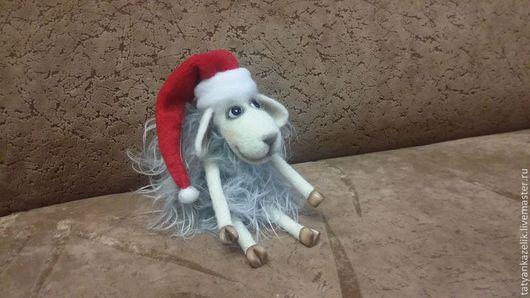 Куклы и игрушки ручной работы. Ярмарка Мастеров - ручная работа. Купить Овечка Санта. Handmade. Серый, овца игрушка