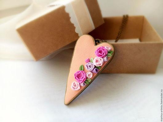 Кулоны, подвески ручной работы. Ярмарка Мастеров - ручная работа. Купить Кулон с миниатюрными цветами Сердце Розы. Handmade. Розовый