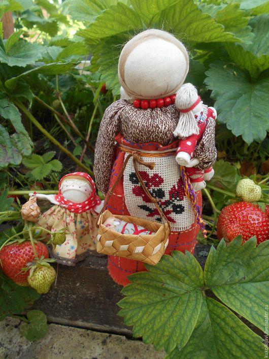 """Народные куклы ручной работы. Ярмарка Мастеров - ручная работа. Купить Кукла народная оберег """"Мамушка"""".. Handmade. Ярко-красный"""