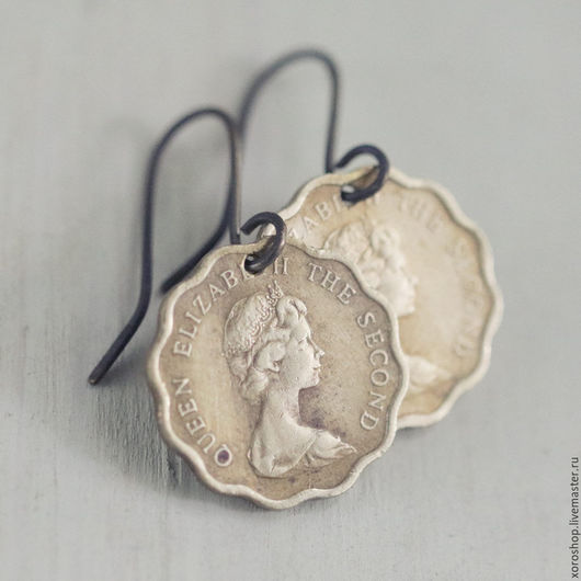 серьги из монет Гонконга с изображением королевы Елизаветы
