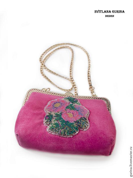 Сумочка замшевая ярко розовая, бисерная вышивка,с  фермуаром
