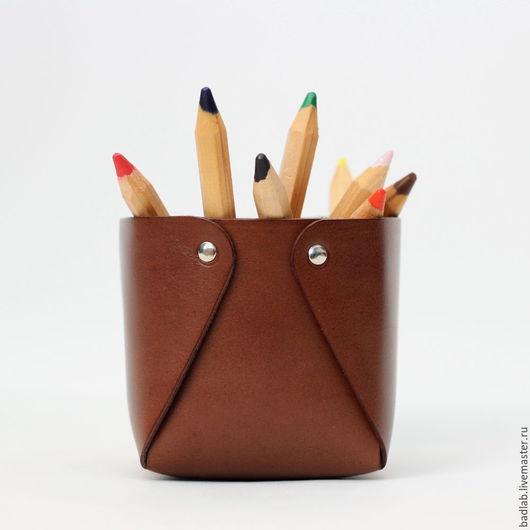 Карандашницы ручной работы. Ярмарка Мастеров - ручная работа. Купить Кожаный стакан для ручек и карандашей Leass (коричневый). Handmade. Лоток