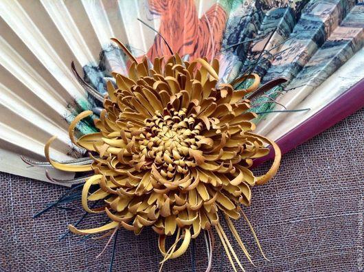 """Броши ручной работы. Ярмарка Мастеров - ручная работа. Купить Цветы из кожи. Хризантема """"Солнечный ветер"""". Handmade. Желтый"""