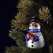 Сувениры и подарки handmade. Livemaster - original item Christmas porcelain Christmas tree toy Snowman with gift. Handmade.