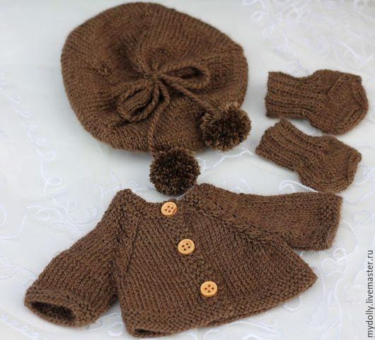 Одежда для кукол ручной работы. Ярмарка Мастеров - ручная работа. Купить Вязаный комплект: берет, кофточка и носочки для куклы. Handmade.