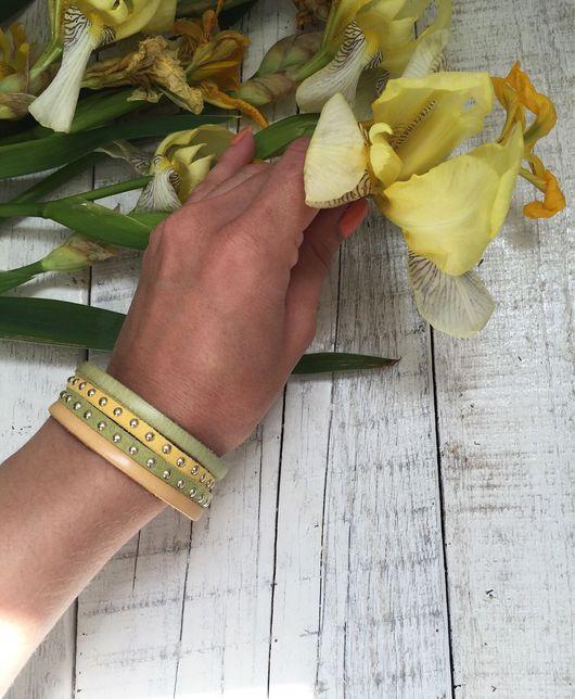 Браслеты ручной работы. Ярмарка Мастеров - ручная работа. Купить Кожаный браслет, тройной, жёлто-зеленый. Handmade. Комбинированный, салатовый