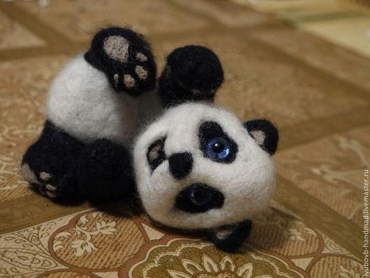 Игрушки животные, ручной работы. Ярмарка Мастеров - ручная работа. Купить Игрушка валяная Весёлая панда. Handmade. Чёрно-белый