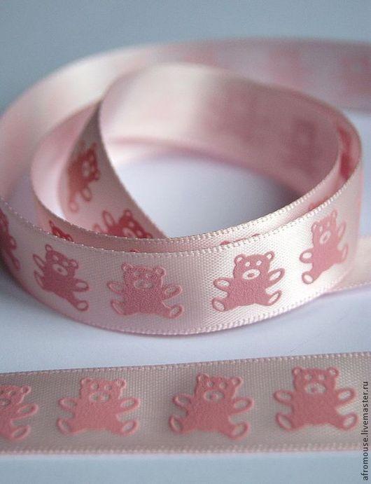атласная розовая лента с рисунком