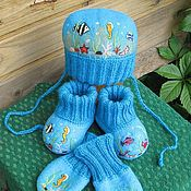 Работы для детей, ручной работы. Ярмарка Мастеров - ручная работа комплект (шапочка+пинетки+варежки). Handmade.