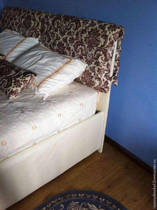 Мебель ручной работы. Ярмарка Мастеров - ручная работа. Купить Кровать с Мягким изголовьем и Подушками с принтом. Handmade. Белый, синтепон