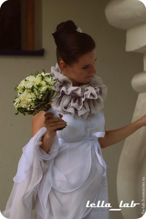 Одежда ручной работы. Эксклюзивное свадебное платье из шёлка и шифона `Julia` с пышным шифоновым воротником-боа. Handmade. Lella-lab.