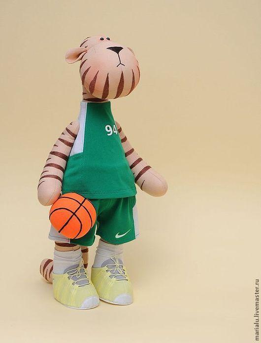 Игрушки животные, ручной работы. Ярмарка Мастеров - ручная работа. Купить Тигра баскетболист. Handmade. Бежевый, подарок на любой случай