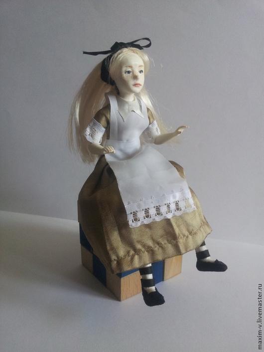 Авторская кукла `Алиса в стране чудес`