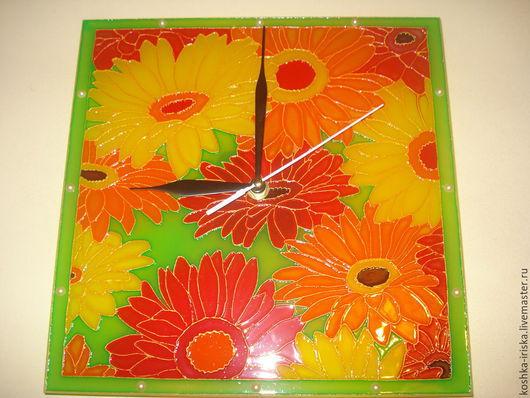 """Часы для дома ручной работы. Ярмарка Мастеров - ручная работа. Купить Часы настенные """"Герберы"""". Handmade. Ярко-красный"""
