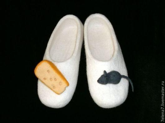 """Обувь ручной работы. Ярмарка Мастеров - ручная работа. Купить Тапочки """"Мышь и сыр"""". Handmade. Белый, войлочные тапочки"""